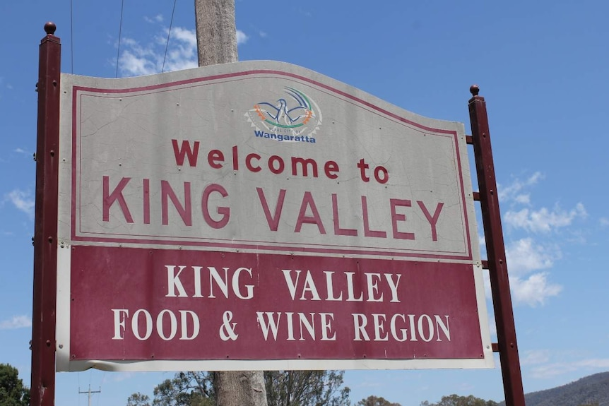 A sign welcomes visitors to the King Valley food and wine region.