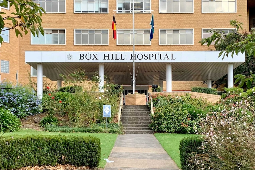 The front entrance and sign of Box Hill Hospital.