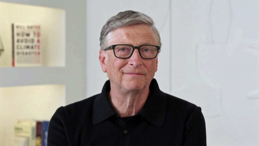 Bill Gates wears a black tip and glasses.