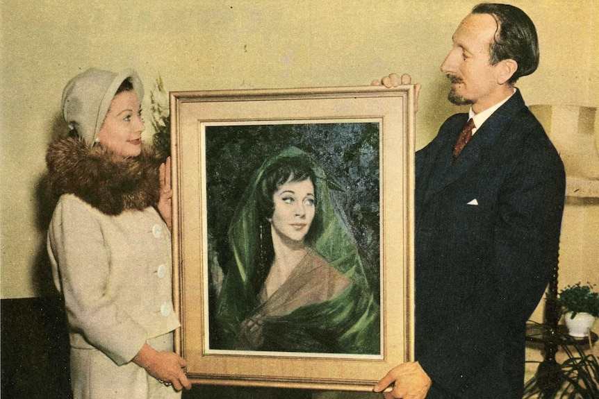 A portrait of Vivien Leigh being held by the actress and painter Paul Fitzgerald.