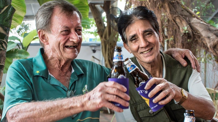 Rod and Thu share a beer