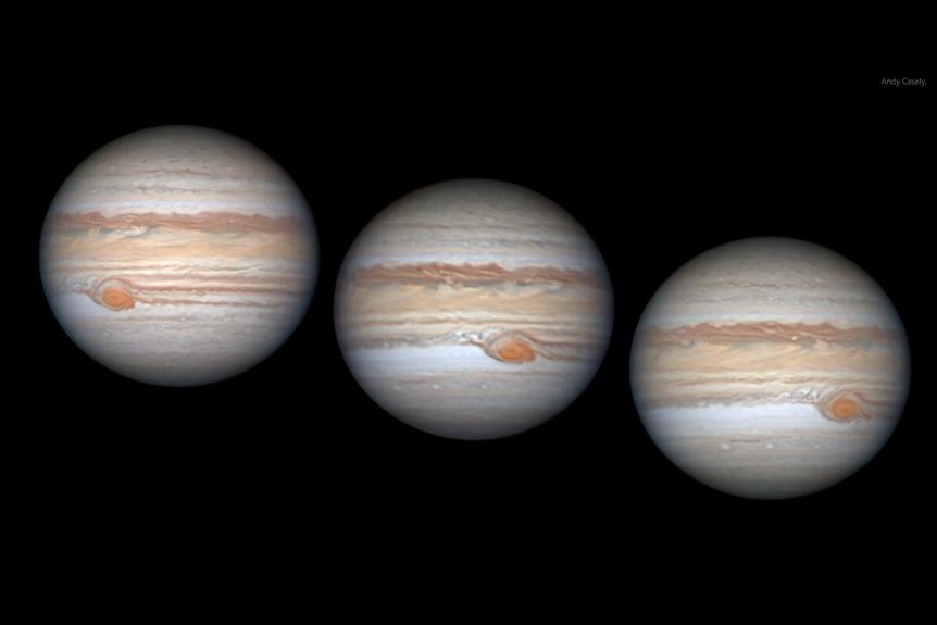 Tiga gambar Jupiter berdampingan