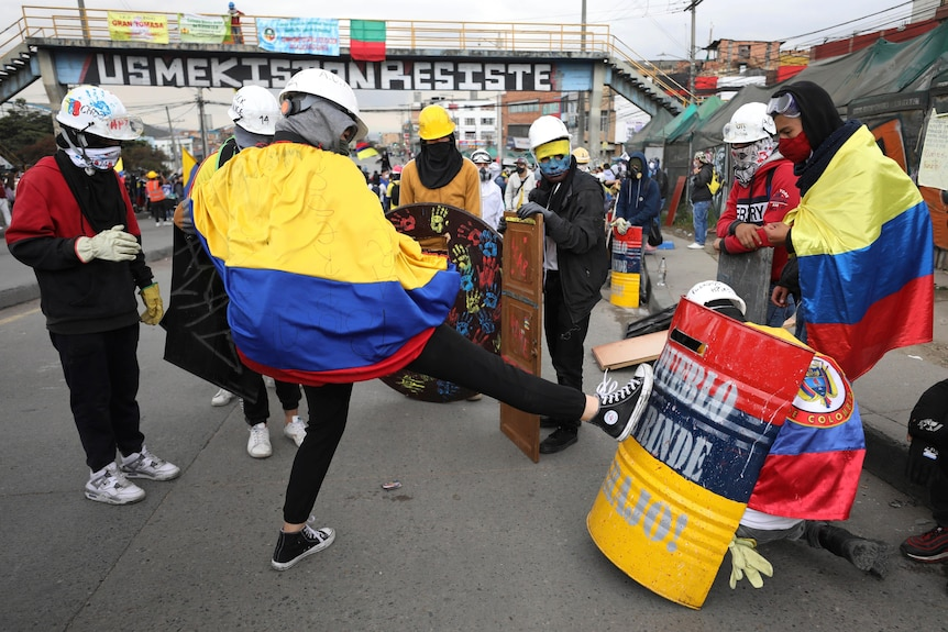 Protesters test homemade shields ahead of facing off against security forces
