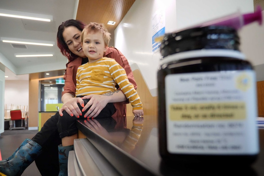 Perth mother Kaylah Sadler with her son Onyx at Perth Children's Hospital in August 2020.