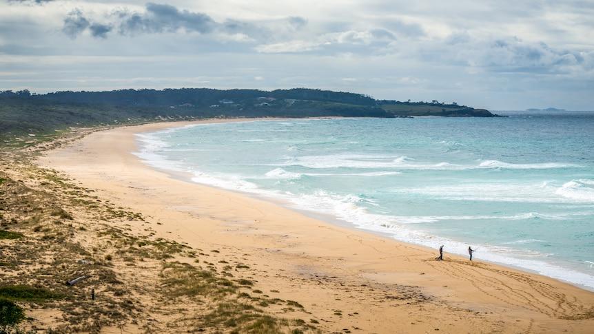 A wide shot of a beach.