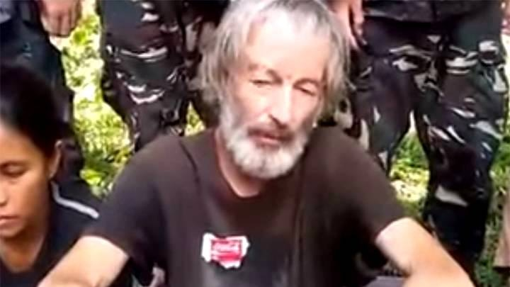 Canadian hostage Robert Hall in an Abu Sayyaf terror group hostage video.