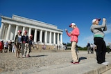 Students take photos during visit to Lincoln Memorial