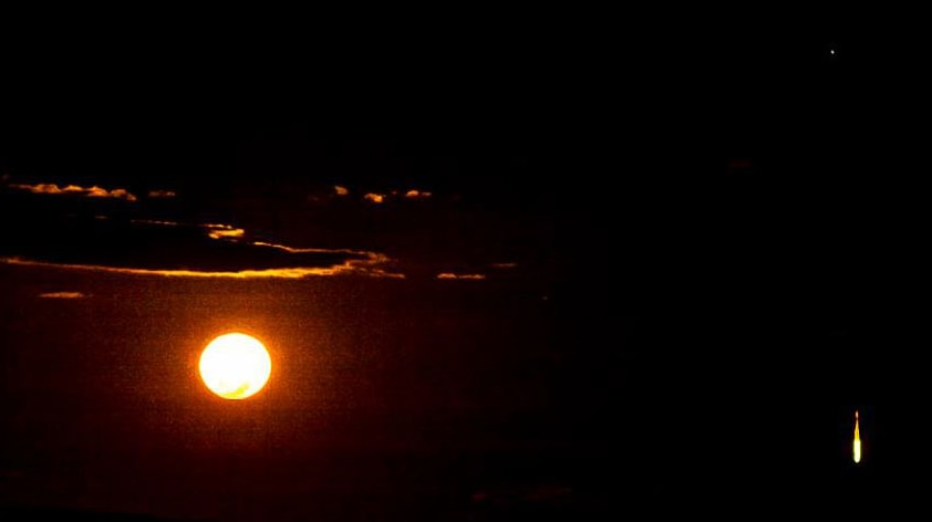 Flaming object falling from the sky seen from Mount Isa in north-west Qld