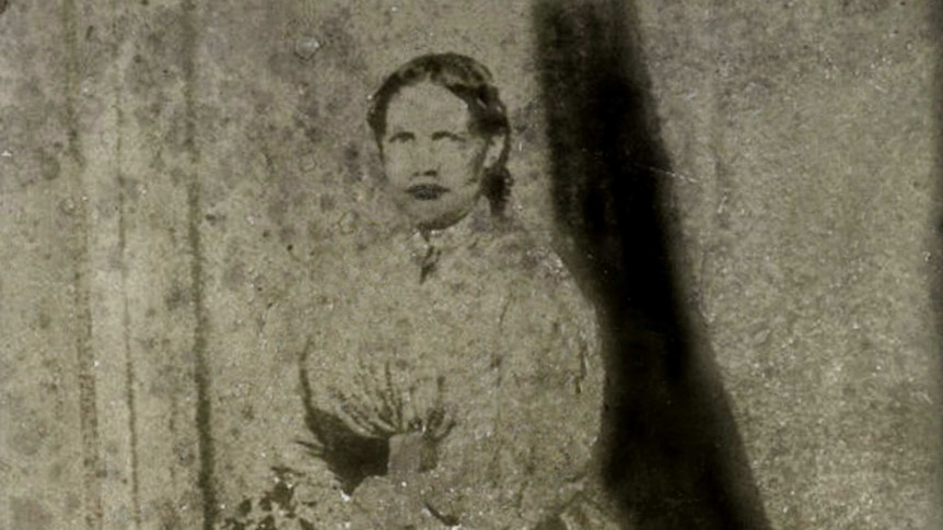 An old black and white photograph of a 19th century woman.