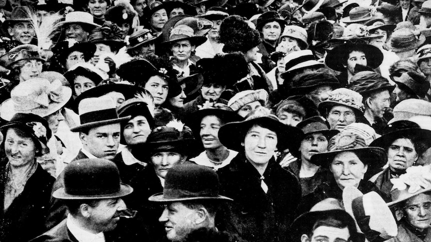 Black and white photo of a crowd of women standing outside NSW Parliament in 1917