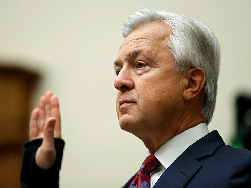 Wells Fargo chief executive John Stumpf raises his right hand while being sworn in at House Financial Services Committee