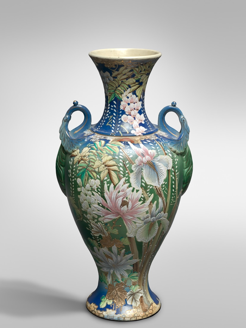 An early 20th-century Japanese vase decorated with a flower.