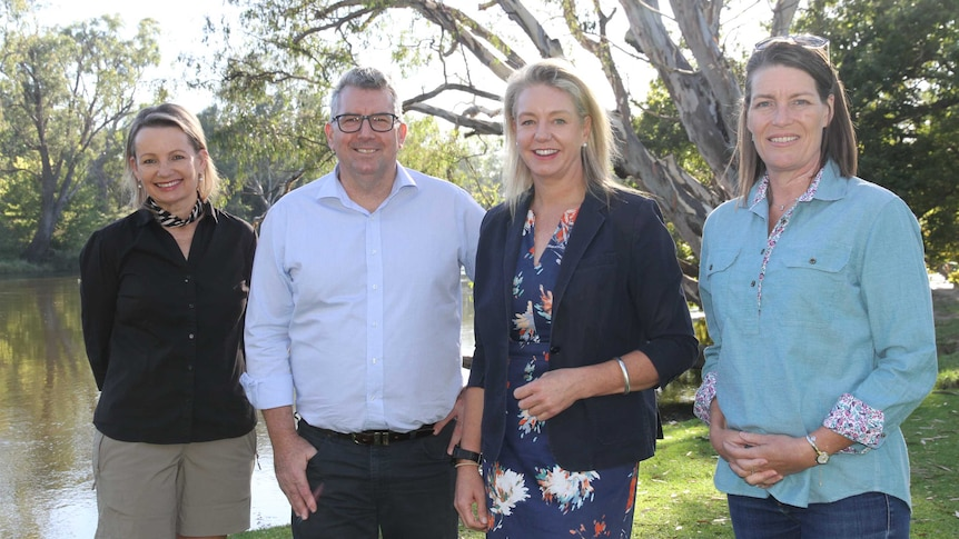 Ministers and Senators standing side by side at the Murray River in Albury