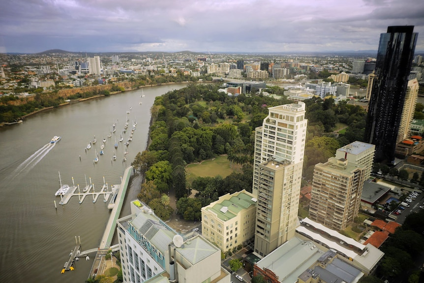 High-rise photo ofCity Botanic Gardens, Kangaroo Point cliffs, city buildings and river in Brisbane