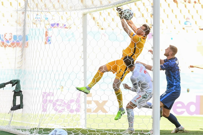 Martin Dubravka fumbles the ball with his hands up