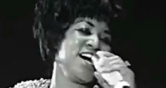 Aretha Franklin performs I Never Loved A Man.