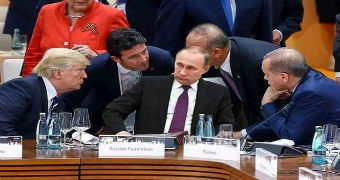 A fake photo of Putin surrounded by Trump and other leaders.