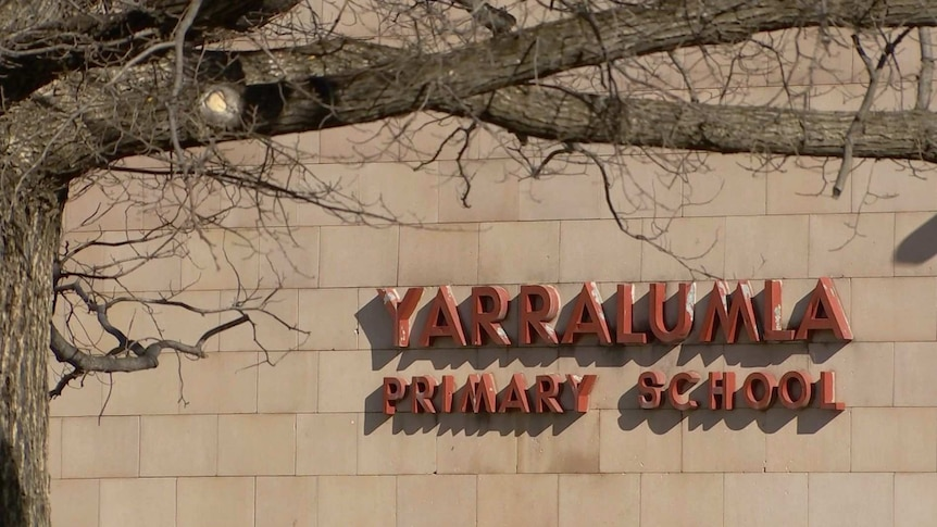 Lettering for Yarralumla Primary School on a wall.