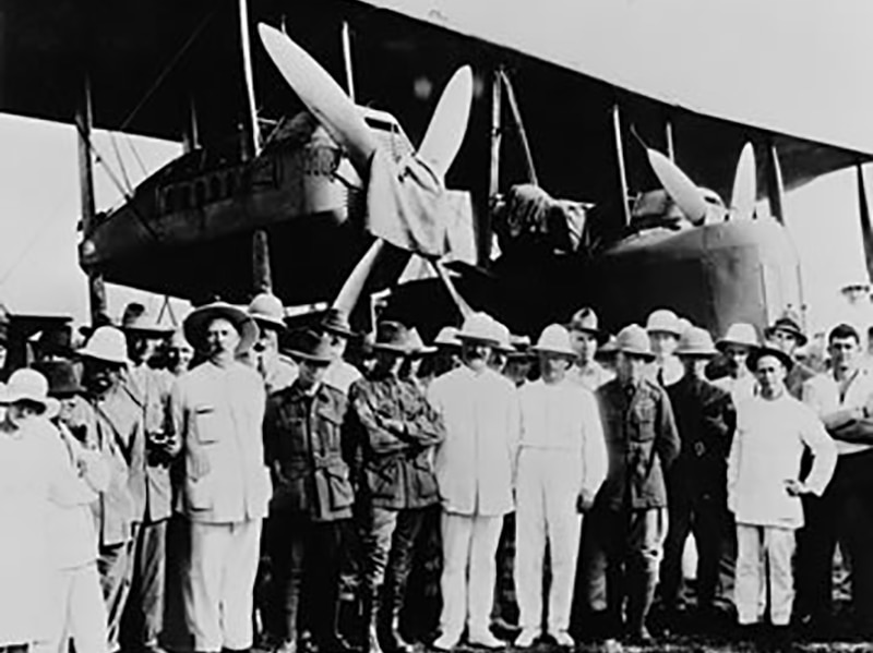 Ross and Keith Smith (right, in khaki) with their mechanics, James Bennett and Wally Shiers (in slouch hats) arrive in Darwin