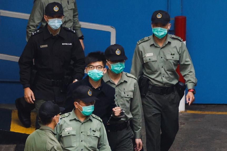 香港亲民主运动活跃人士黄之锋是被拘押的众多人中的一个。
