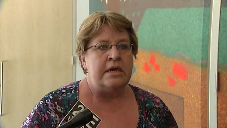 PM wants 'chat' on dumping of Senator Crossin