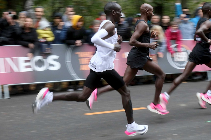 A side-on image of marathon runner Eliud Kipchoge.