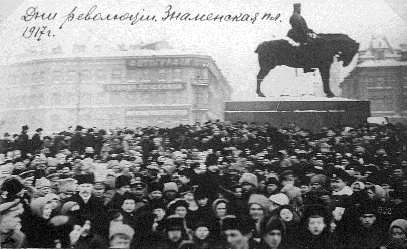 Black and white photograph of protesters in Znamenskaya Square in St Petersburg in 1917
