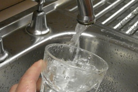 Tap running water into glass (ABC News: Cate Grant)