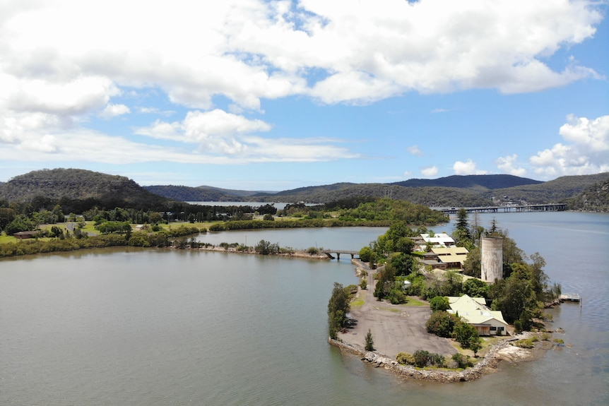 A short bridge connects Peat Island to the mainland. It's surrounding by the Hawkesbury River just north of Sydney. 2021