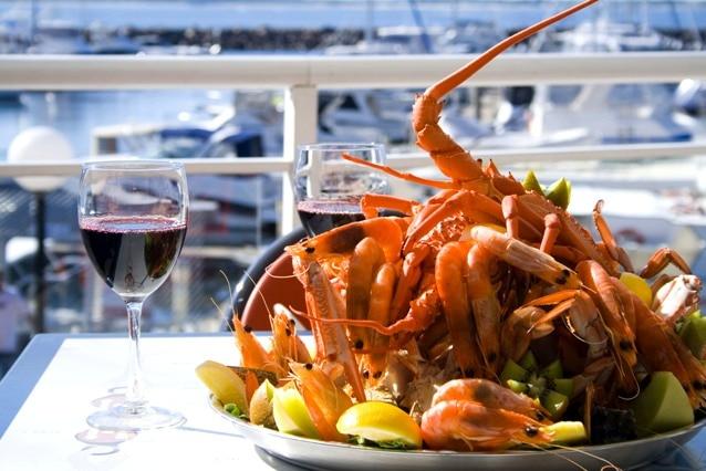 Seafood generic, prawns, lobster, crab, red wine