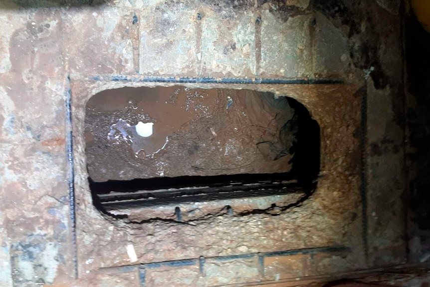 An image of the hole under the sink used in the Israeli prisonbreak