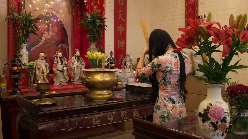 Chinese New Year 2019: Temples fill with tributes and worshippers as Year  of the Pig approaches - ABC News
