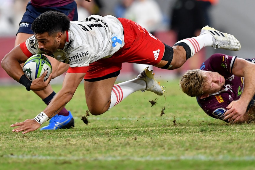 Rugby union player in the act of scoring an attempt