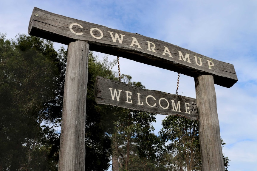 A large wooden sign says 'Cowaramup Welcome'.