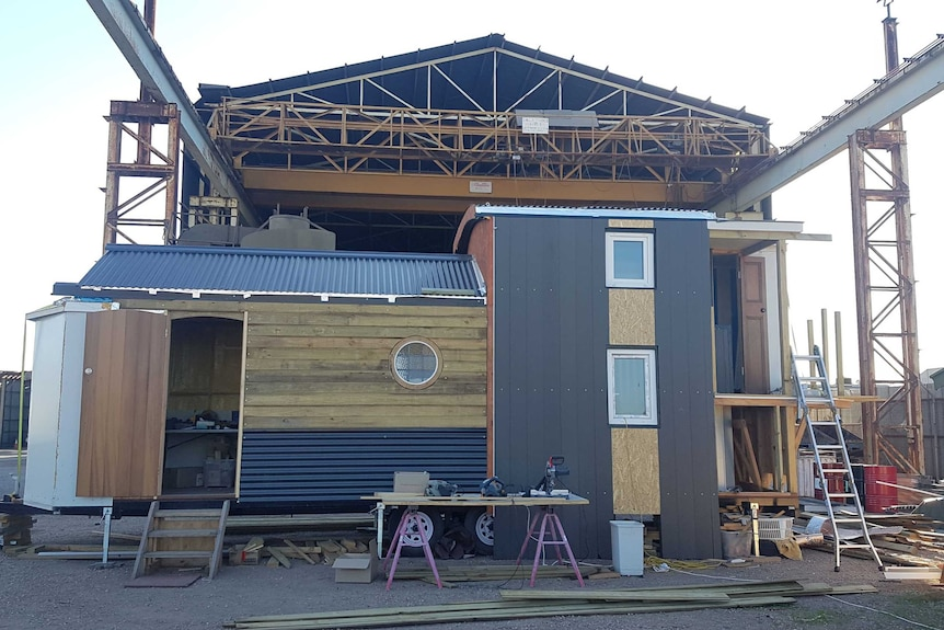 Tiny house being built by Peter Willems