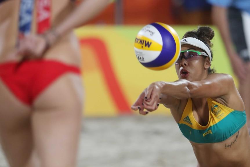 Taliqua Clancy digs in the beach volleyball quarter-final in Rio