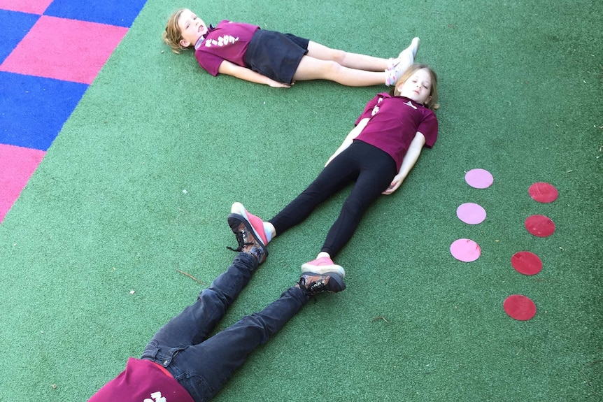 Children use their bodies to represent a number 7