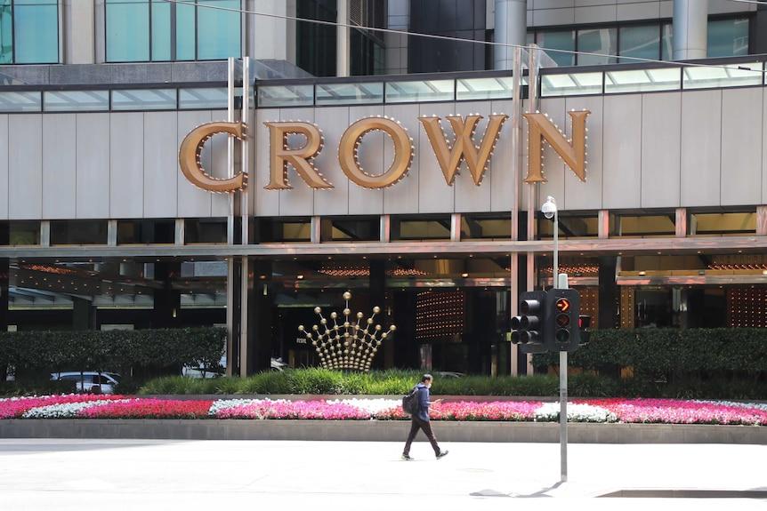 针对皇冠度假村的皇家委员会检察官说,该赌场可能欠维州多达4.8亿澳元。