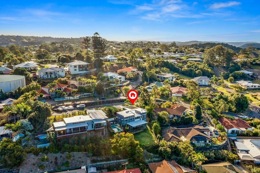 Real estate photo showing the surrounding large homes in the Nambour Heights suburb