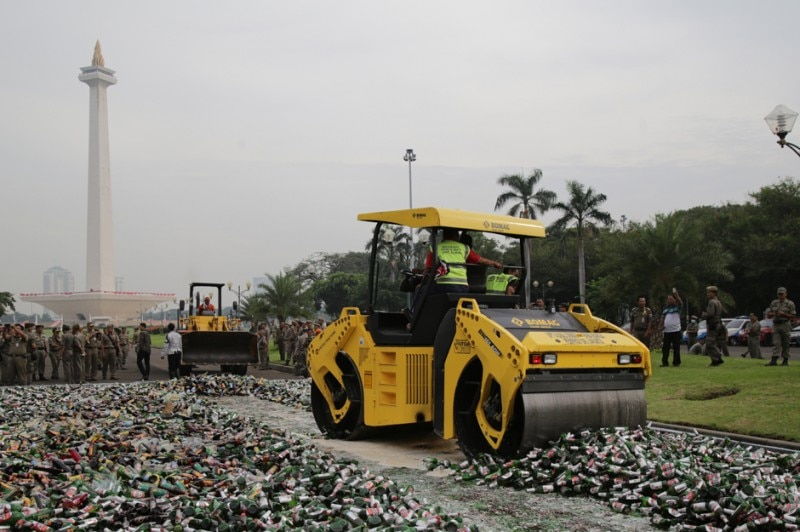 A steamroller crushes 20,000 bottles of alcohol in Jakarta.