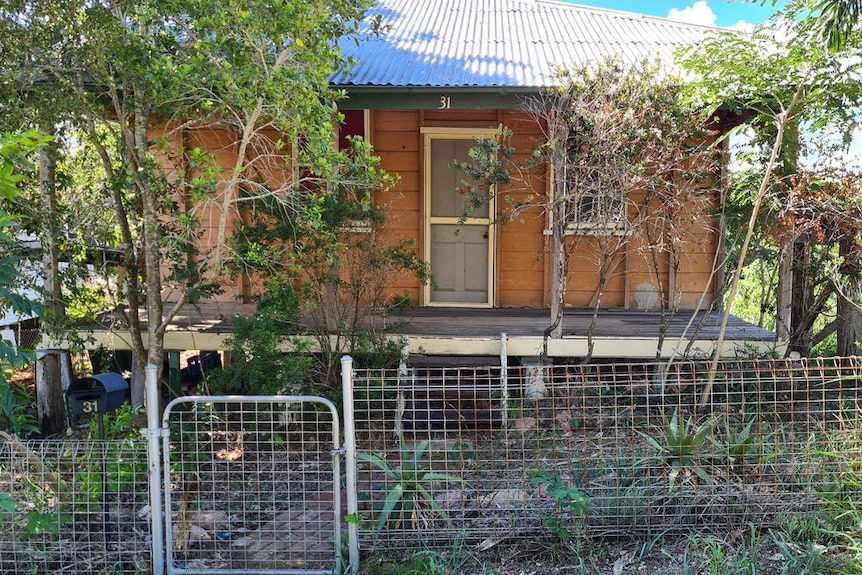 This run down Mount Morgan cottage is in for a major renovation job after selling for $60,000.