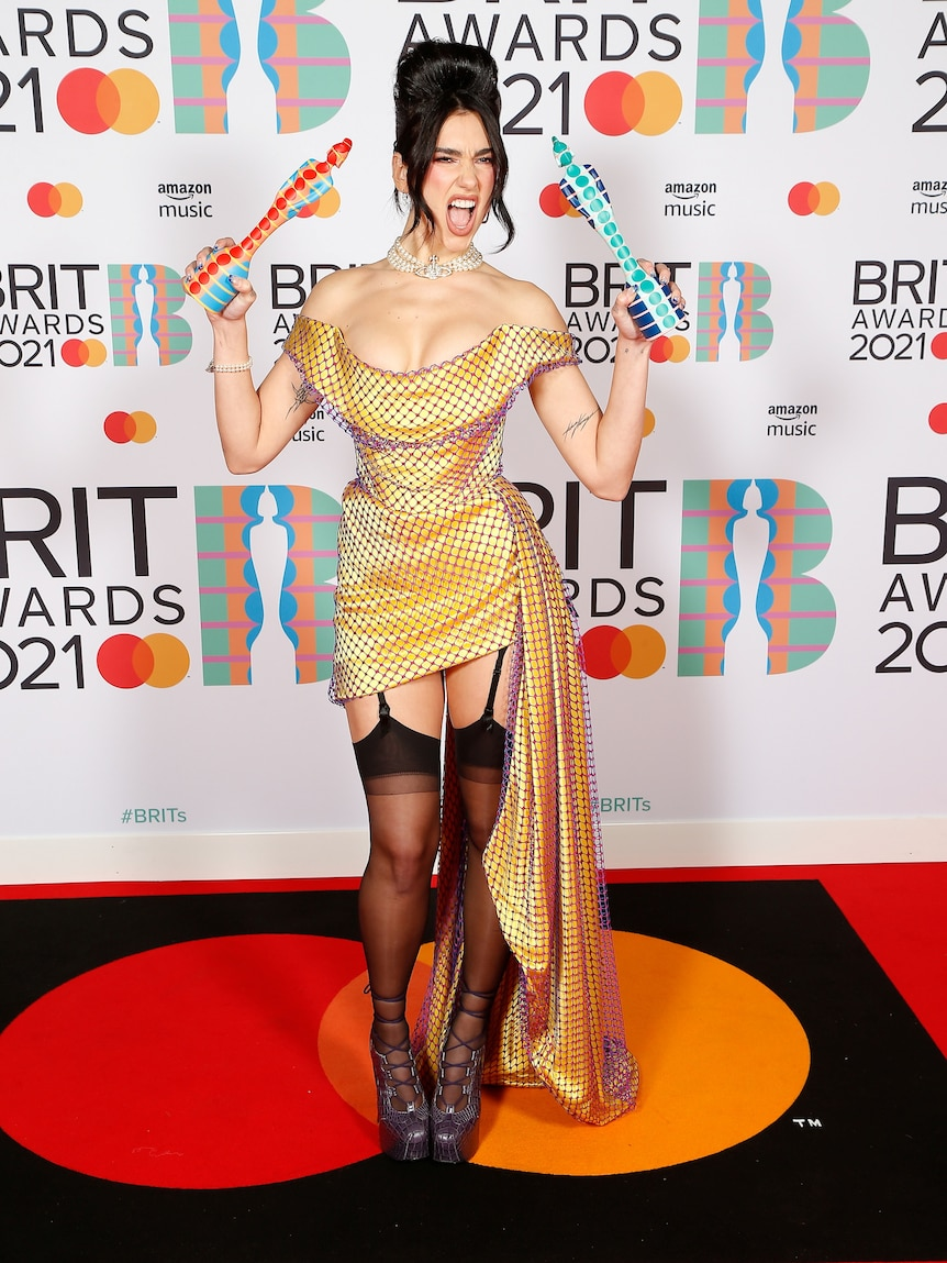 Taylor Swift and Dua Lipa were big winners, but here's who made a splash on the Brit Awards red carpet - ABC News