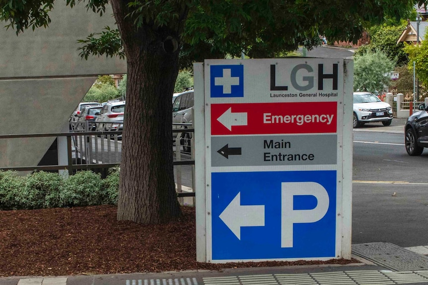 A sign pointing to the emergency entrance of the Launceston General Hospital