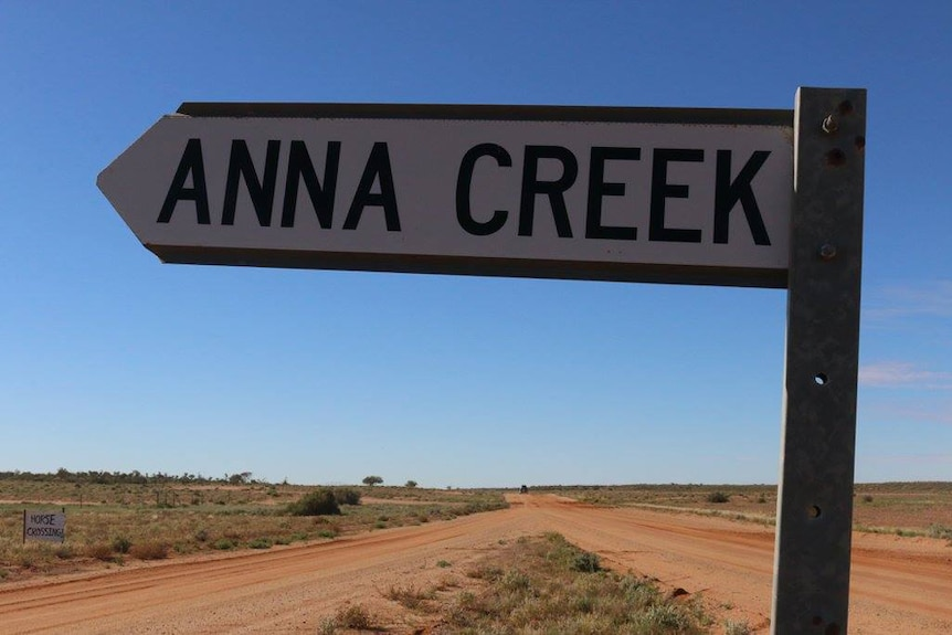 A sign to Anna Creek Station