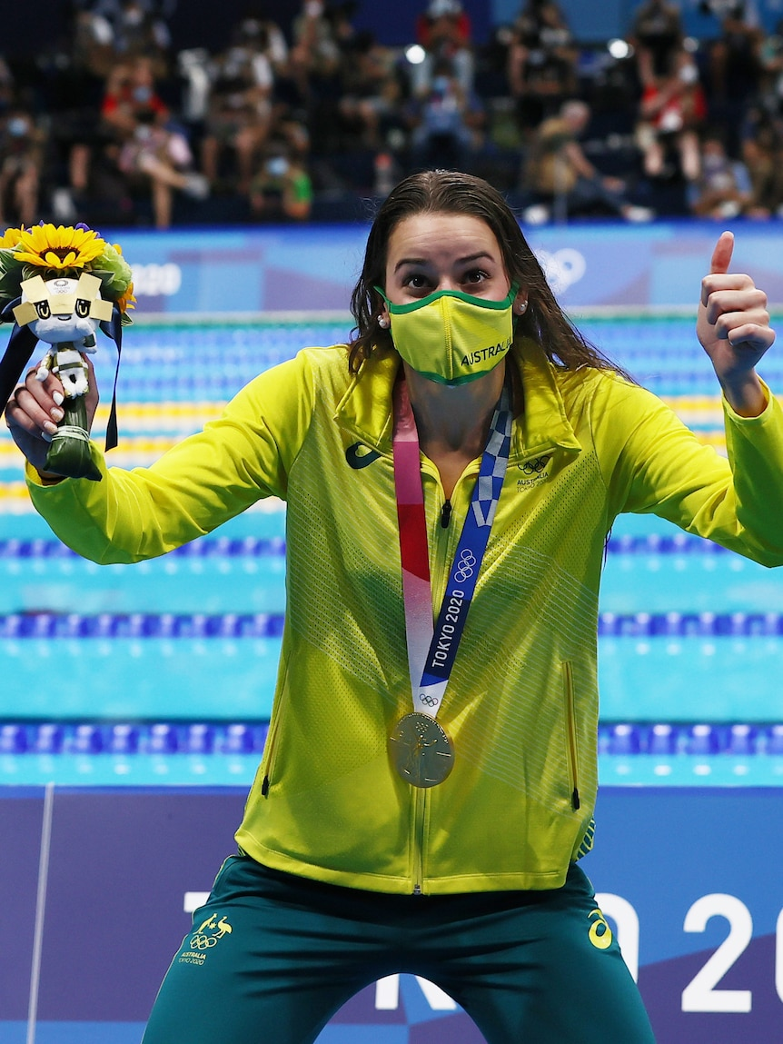 Kaylee McKeown breaks the Olympic record to win 100m backstroke gold