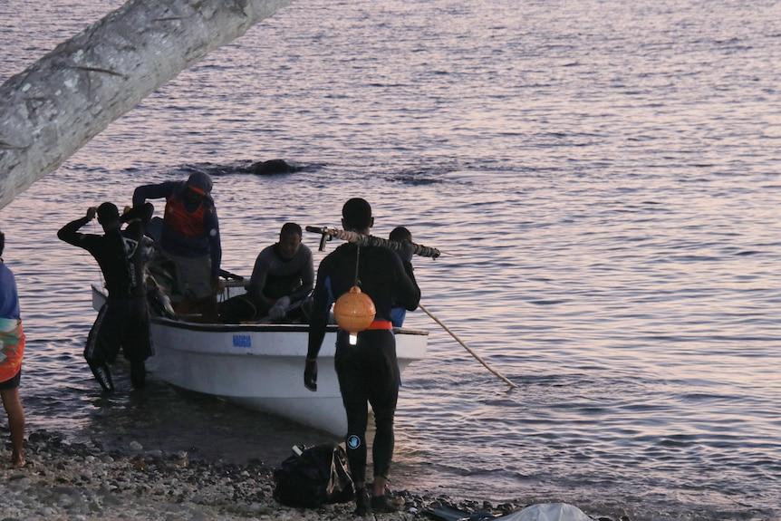 Spearing fish in Drue
