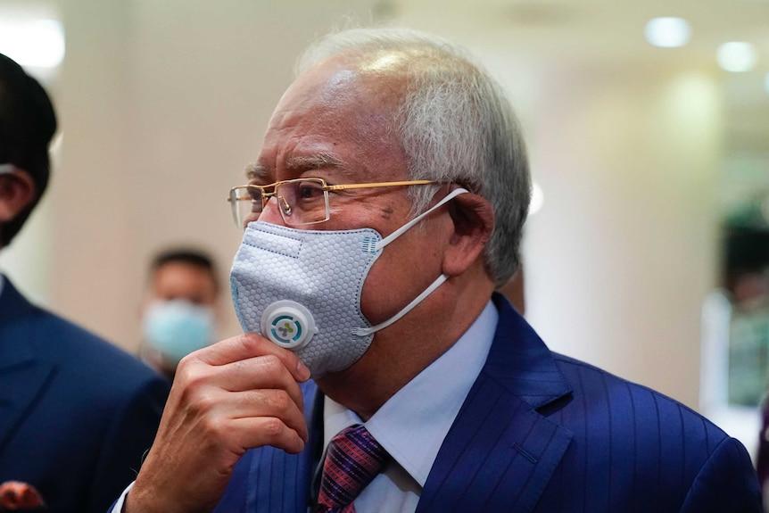 Former Malaysian Prime Minister Najib Razak wearing a face mask arrives at Kuala Lumpur high court.