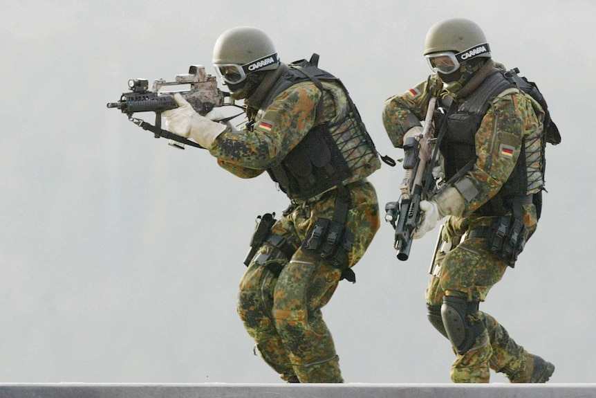 KSK soldiers take part in a training drill in 2004.