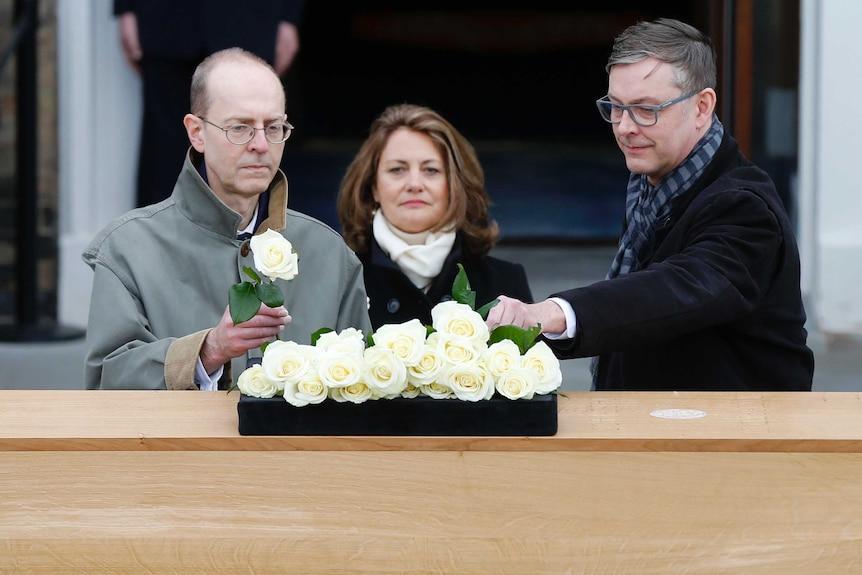 King Richard III's descendants lay flowers on his coffin