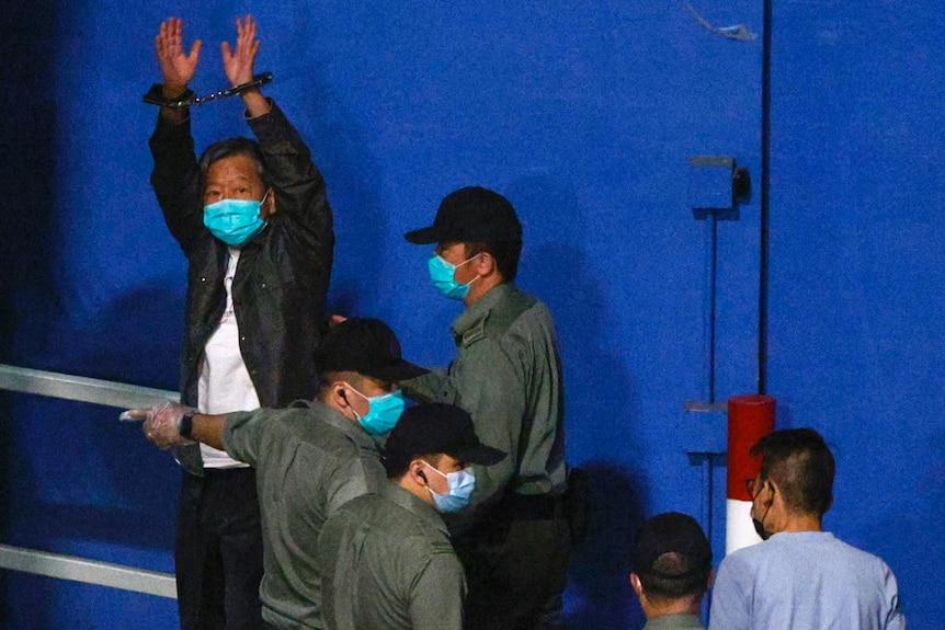 LeeCheuk-yanraises his hands as he arrives at Lai Chi Kok Reception Centre by prison